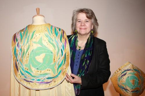 Hace veintiún años, Juliet Hemingray diseñó las vestimentas que el arzobispo de Cantórbery Justin Welby llevó en su investidura el 21 de marzo.