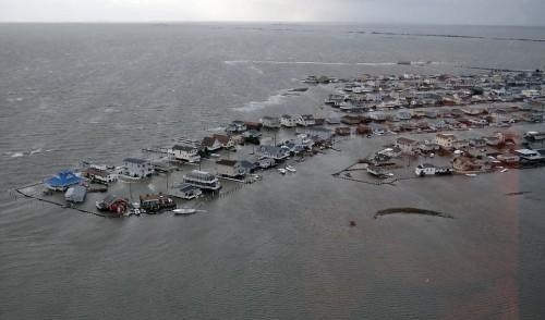 Los resultados de la marejada ciclónica del huracán Sandy pueden verse en un inundado Tuckerton, Nueva Jersey, Foto del Servicio de Guardacostas de EE.UU.