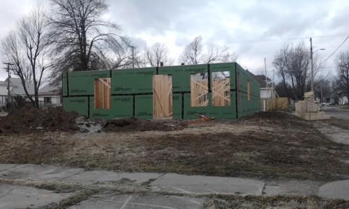 Así es como se veía Rose Cottage —un hogar de transición para mujeres solteras y sus familias que escapaban de situaciones de violencia doméstica y de drogadicción— en las primeras etapas de su construcción. Foto de Melinda Wilson.