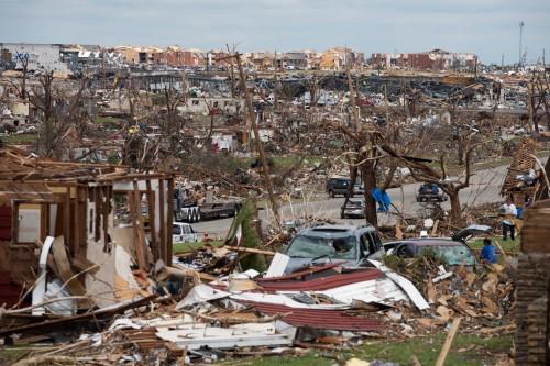 El tornado de fuerza 5 que azotó Joplin destruyó cerca de 7.000 casas y causó daños en otras 900. Foto de la Cruz Roja de Ozarks.
