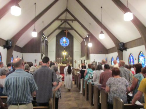 Episcopalians resume services June 9 at St. Francis Episcopal Church in Turlock, California. Photo: Al Galicia