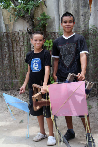 Kite fighting is a popular pastime for young people living in La Anemona. Parents say one of the challenges of raising children in the community is keeping them occupied and out of danger. The community is located in an area controlled by one of El Salvador's most dangerous gangs. Photo: Lynette Wilson/Episcopal News Service