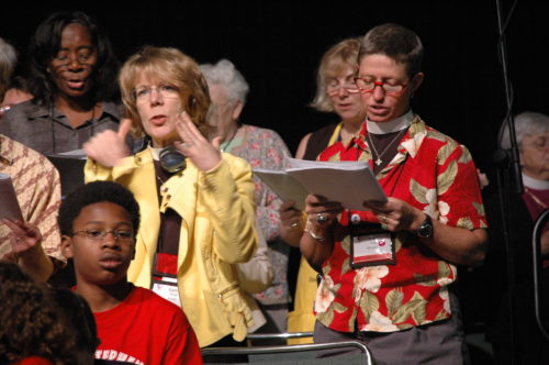 The Rev. Cathy Deats signs and sings during a Eucharist at General Convention on July 10, 2009. The woman singing next to her is the Rev. Lisa Tucker-Gray, Diocese of Michigan canon to the ordinary. Photo: Mary Frances Schjonberg / Episcopal News Service