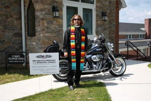 El Rdo. Steve McCarty, sacerdote motociclista y vicario de la iglesia de San Andrés en Clear Springs, Maryland. Foto de la Diócesis Episcopal de Maryland.