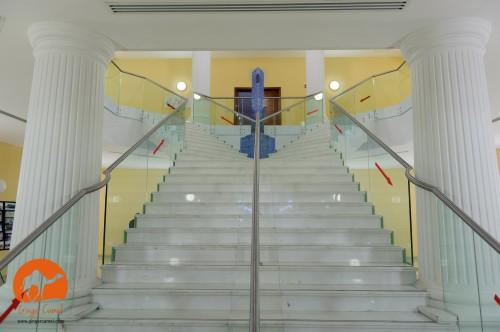Escalinata interior del Centro Anglicano. Foto de Ginger Camel