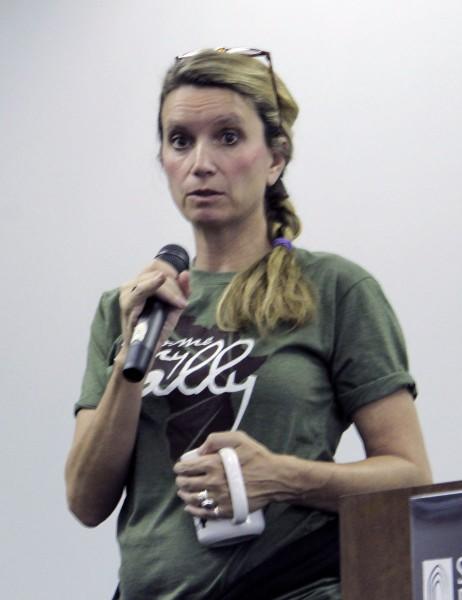 La Rda. Becca Stevens, fundadora de Magdalene y Thistle Farms, pronunció el discurso de apertura en la Conferencia Nacional de Thistle Farms en Nashville, Tennessee, el 13 de octubre. Foto de  Lynette Wilson para ENS.
