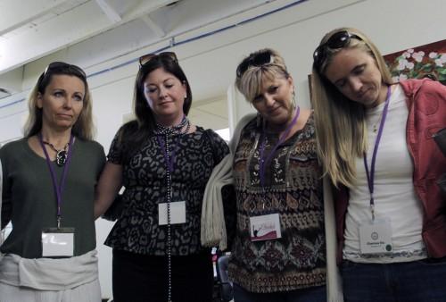Doscientas cincuenta mujeres de 31 estados se unieron al círculo de Thistle Farms durante la Primera Conferencia Nacional de Thistle Farms del 13 al 15 de octubre en Nashville, Tennessee. Foto de Lynette Wilson para ENS.