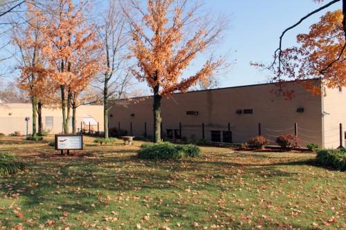 El Centro Correccional Comunitario del Noroeste de Arkansas está localizado en la intersección de la calle Spring y la avenida College en el centro de Fayetteville. Foto de Lynette Wilson para ENS.