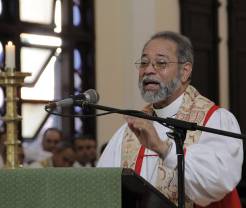 Dominican Republic Bishop Julio César Holguín preached during the closing Eucharist of the Episcopal Church of Cuba's General Assembly. Photo: Lynette Wilson/Episcopal News Service