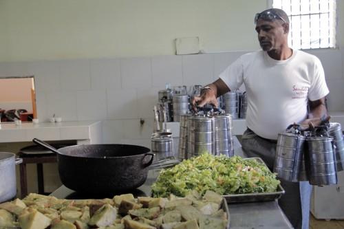 El Centro de Reflexión y Diálogo dirige un programa de cuidado de los ancianos y sirve a unas 120 personas,  con el suministro de comidas, higiene básica y servicios de lavandería. Foto: Lynette Wilson/ENS