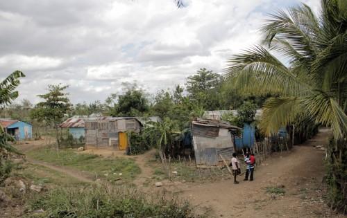 Solía haber una gran plantación de caña de azúcar en Gautier y muchos inmigrantes haitianos vivían cerca, en los bateyes como éste. Foto: Lynette Wilson / Episcopal News Service
