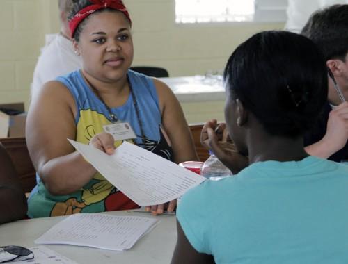 Savannah Gordon registra un paciente el 3 de marzo, el primer día de los cinco días de la clínica médica en Santo Tomas. Foto: Lynette Wilson / Episcopal News Service