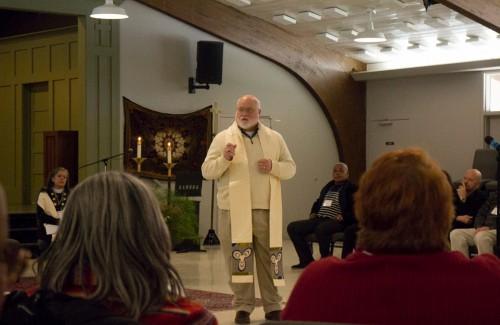Obispo Stacy Sauls, jefe de operaciones de la Iglesia Episcopal, se dirige a la reunión tratando el tema de la importancia de ser un misionero. Foto: A. Lynn Collins