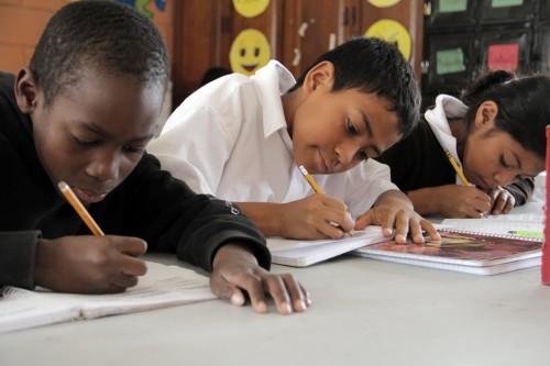 Las niñas estudian junto a los muchachos en Tegucigalpa el campus de El Hogar, luego los muchachos optan por asistir a la escuela técnica o para estudiar las prácticas agrícolas en la granja. Las niñas se mudan a una casa fuera de la capital donde asisten a la escuela secundaria. Foto: Lynette Wilson / ENS