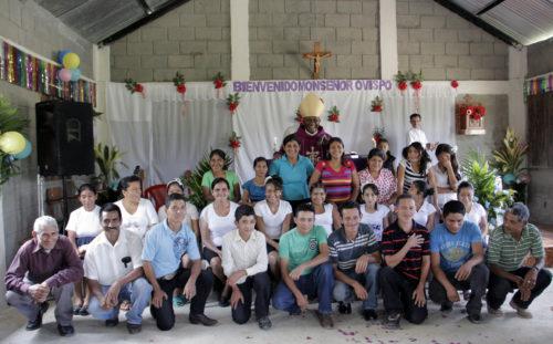 Bishop Lloyd Allen confirmed 11 people and received 13 more into the Episcopal Church on March 9 at La Misión San José in El Cedral, Honduras. Photo: Lynette Wilson/ENS