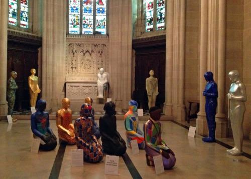 """Obras de la exposición de arte CARAVAN 2014 """"AMÉN: una oración para el mundo"""". Foto de Amy Sowder."""
