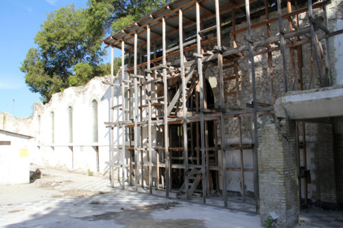 An exterior wall of Holy Trinity Cathedral still remains and will be incorporated into the new cathedral. Photo: Lynette Wilson/ENS