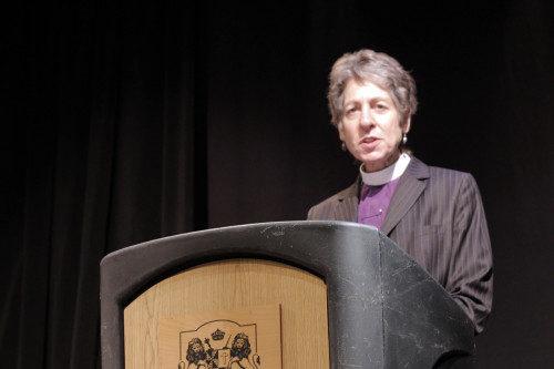 La obispa primada Katharine Jefferts Schori pronuncia su discurso de apertura en el Foro sobre la Crisis Climática el 24 de marzo en Los Ángeles. Foto de Lynette Wilson/ENS.