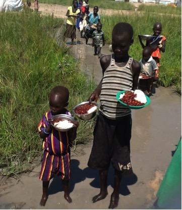 Entre los suministros de alimentos distribuidos por SUDRA se incluyen maíz, frijoles, aceite de cocinar y otros artículos esenciales. Foto/ SUDRA.