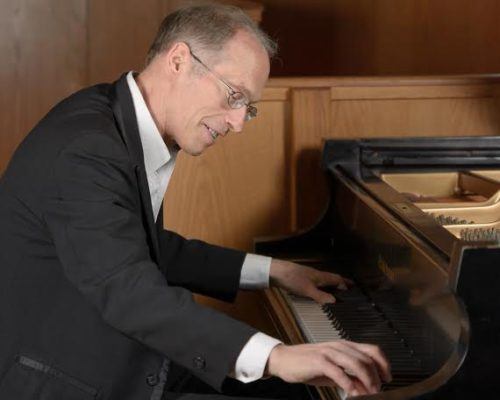 Dwight Stone on piano at St. Paul's Episcopal Church, Walnut Creek, CA. Photo: Yau-Man Chan.