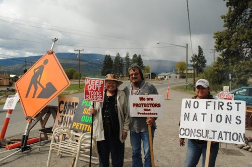 Heather Shuter, Clarence Basil and Denise Lafferty mind the blockade outside of Shulus. Photo: André Forget