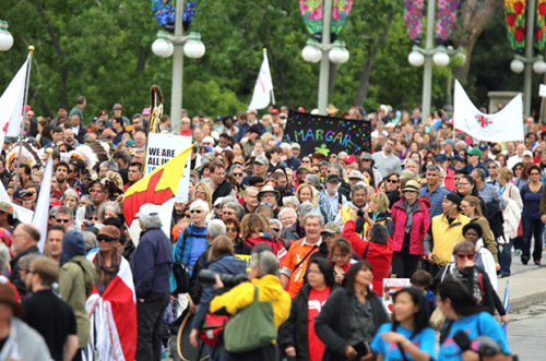 Between 7,000 and 10,000 people from across Canada marched from Gatineau to Ottawa as part of the launch of the final event of Canada's Truth and Reconciliation Commission, May 31 to June 3, in Ottawa. Photo: Art Babych