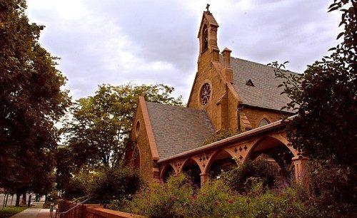 La Cámara de Obispos se reunirá el 27 de junio en la catedral de San Marcos [St. Mark's Cathedral], justo en la misma calle del Centro de Convenciones Salt Palace, para elegir al próximo Obispo Primado. Foto de St. Mark's Cathedral.