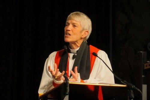 La Rvdma. Mary Douglas Glasspool, obispa sufragánea de la Diócesis de Los Ángeles, predica el 29 de junio en la eucaristía de Integrity en la Convención General 2015. Foto de Sharon Sheridan/ENS.