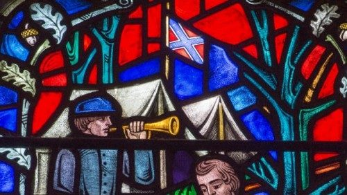 El Muy Rdo. Gary Hall, dean de la Catedral Nacional de Washington, ha prometido remover el vitral de la catedral en que aparece la bandera confederada.