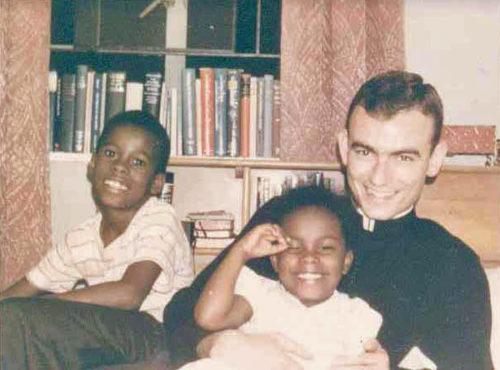 """Durante el tiempo que vivió en Alabama, Jonathan Daniels vivió con la familia West en Selma. La familia, ha dicho Alice West, mantuvo sus puertas abiertas a los llamados """"agitadores de afuera"""" que trabajaban en el movimiento de los derechos civiles. Daniels se convirtió en parte de su familia, dijo ella. Foto de los Archivos de la Iglesia Episcopal."""