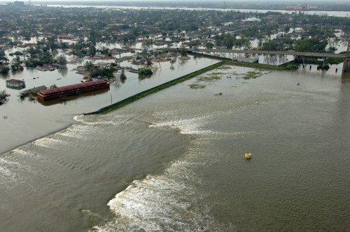 Más de 50 roturas en los diques que prevenían que el agua entrara en Nueva Orleáns fueron responsables del 80 por ciento de las inundaciones del área metropolitana el 29 de agosto de 2005. Foto de Jocelyn Augustino/Agencia Federal de Control de Emergencias.