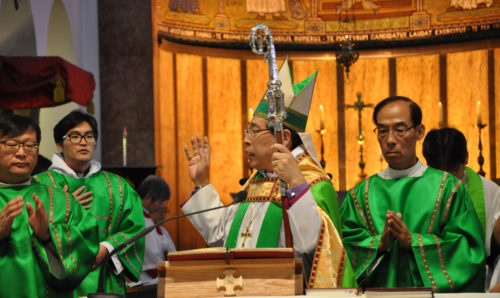 Seoul Archbishop Paul Keun Sang Kim, primate of the Anglican Church in Korea, blesses the congregation Oct. 4 the Anglican Cathedral of St. Mary and St. Nicholas in downtown Seoul. Photo: Mary Frances Schjonberg/Episcopal News Service
