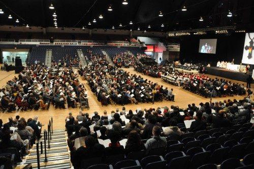Alrededor de 1.700 personas se inscribieron para asistir a la vigilia del 31 de octubre auspiciada por la Unión de Episcopales Negros en el Arsenal del Distrito de Columbia la víspera de la instalación de Michael B. Curry como el 27º. Obispo Presidente y Primado de la Iglesia Episcopal. Foto de Mary Frances Schjonberg/ENS.
