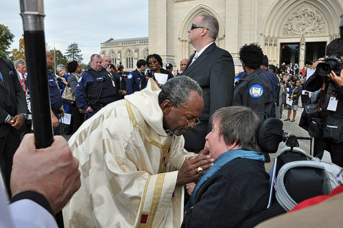 Presiding Bishop Michael B. Curry speaks with the Rev. Carrie Craig outside Washington National Cathedral Nov. 1 after he was installed as The Episcopal Church's 27th presiding bishop and its primate. Photo: Mary Frances Schjonberg/Episcopal News Service