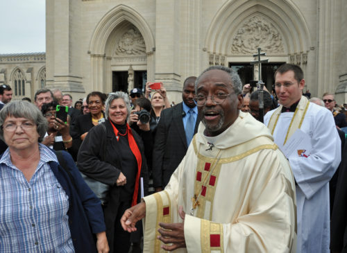 Presiding Bishop Michael B. Curry greets friends and other admirers outside Washington National Cathedral Nov. 1 just after he was installed as The Episcopal Church's 27th presiding bishop and its primate. Photo: Mary Frances Schjonberg/Episcopal News Service