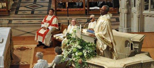 Otro momento del sermón del obispo primado Michael B. Curry el 1 de noviembre en la Catedral Nacional de Washington luego de que fuese instalado como el 27º. Obispo Presidente y Primado de la Iglesia Episcopal. Foto de Mary Frances Schjonberg/ENS.