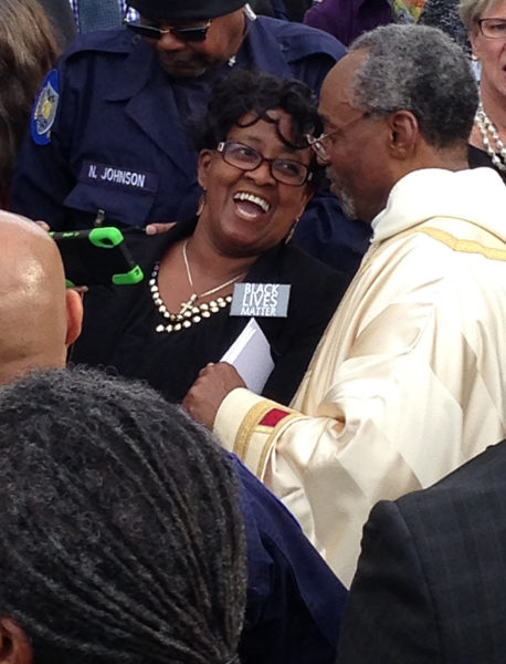 Presiding Bishop Michael B. Curry and an admirer laugh after they posed for a selfie outside Washington National Cathedral Nov. 1 after he was installed as The Episcopal Church's 27th presiding bishop and its primate. Photo: Mary Frances Schjonberg/Episcopal News Service