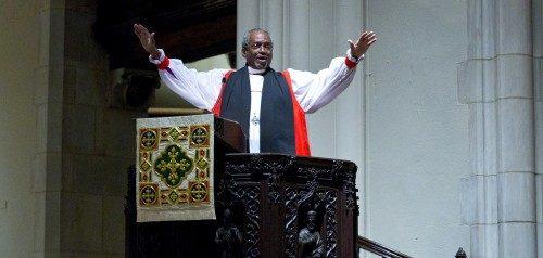 El obispo primado Bishop Michael B. Curry predicó el 11 de noviembre en una eucaristía especial en la iglesia de Santiago Apóstol en Nueva York durante un Simposio Internacional por el 75º. Aniversario de la Agencia Episcopal de Ayuda y Desarrollo. Foto de Cynthia L. Black