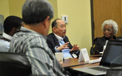 Warren Wong, miembro del Consejo, habla ante una reunión conjunta el 17 de noviembre del Comité Permanente Conjunto sobre Finanzas para el Ministerio del Consejo Ejecutivo y su Comité Permanente Conjunto sobre Defensa Social e Interconexiones para la Misión en el Centro de Conferencias del Instituto Marítimo en Linthicum Heights, Maryland. Foto de Mary Frances Schjonberg/ENS
