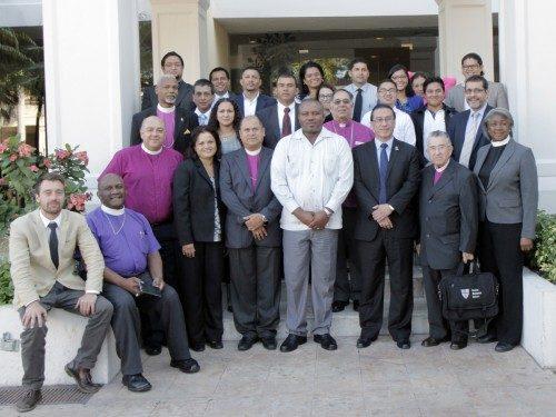 Obispos anglicanos y episcopales de toda Centroamérica junto con representantes de defensores del pueblo, asistieron a una conferencia de dos día en San Salvador, El Salvador, sobre la migración forzada, el desplazamiento interno, la trata de personas y la esclavitud moderna. Foto de Lynette Wilson/ENS.