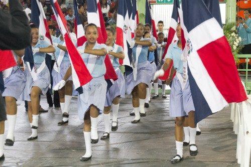 Una de los muchos grupos de portaestandartes que desfilaron durante la instalación. Foto de Julius Ariail para la Diócesis de la República Dominicana.