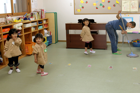 Mopping the floors in schools close to Fukushima helps to remove radiation contamination carried in the air. Photo:  Kay Ikezumi/United Society