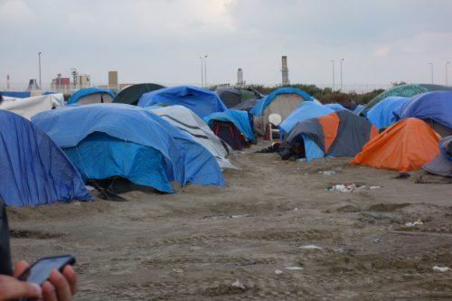 """Las condiciones en el campamento de Calais con frecuencia se han descrito como miserables, dando lugar a que se le haya apodado """"La Jungla"""". Foto de Regan du Closel."""