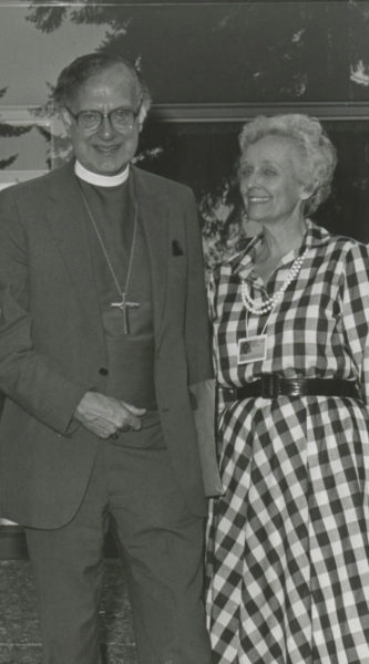 Archbishop of Canterbury Robert Runcie and diocesan communicator Ruth Nicastro of Los Angeles are pictured at a 1983 Anglican Communicators meeting in Victoria, British Columbia. Photo: ENS archive
