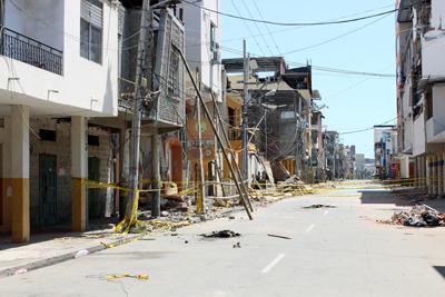 El centro de Manta es una de las áreas más destruidas en la provincia de Manabí. Foto: Edgar Giraldo/ La DiócesisdeEcuador Litoral