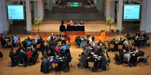 El Consejo Consultivo Anglicano sesionó la última vez del 27 de octubre al 7 de noviembre de 2012, principalmente en la catedral de la Santa Trinidad en Auckland, Nueva Zelanda. El CCA incluye clérigos, laicos y obispos con [una representación] de una a tres personas de cada una de las 38 provincias de la Comunión Anglicana, dependiendo del número de fieles de cada provincia. Foto de Mary Frances Schjonberg/ENS.