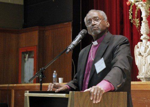El obispo primado Michael Curry responde preguntas durante una sesión vespertina de preguntas y respuestas el primer día de la 21ª. Conferencia anual de la Red Global de la Misión Episcopal que está teniendo lugar en Ponce, Puerto Rico. Foto de Lynette Wilson/ENS.