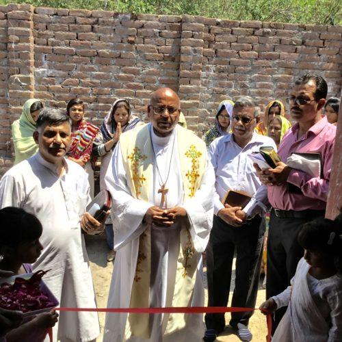 El Rdo. Canónico Patrick Augustine dedica una nueva iglesia en Gulpur, Cachemira Azad.