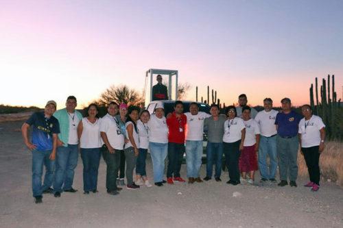 El grupo de peregrinos en un descanso al cruzar el desierto de Baja California.