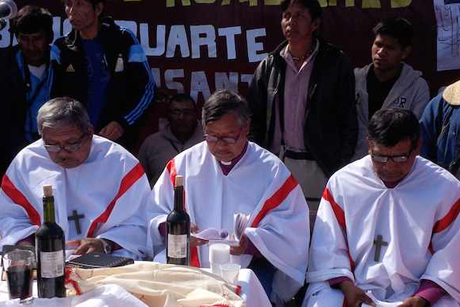 Bishops Cristiano Rojas, Mateo Alto and Urbano Duarte during their consecration as suffragan bishops in the Diocese of North Argentina. Photo: Anglican Journal